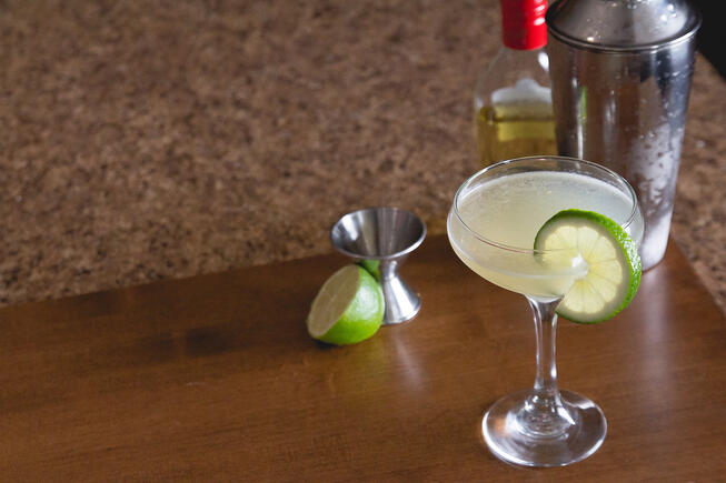 Classic-Daiquiri-with-tools-and-ingredients