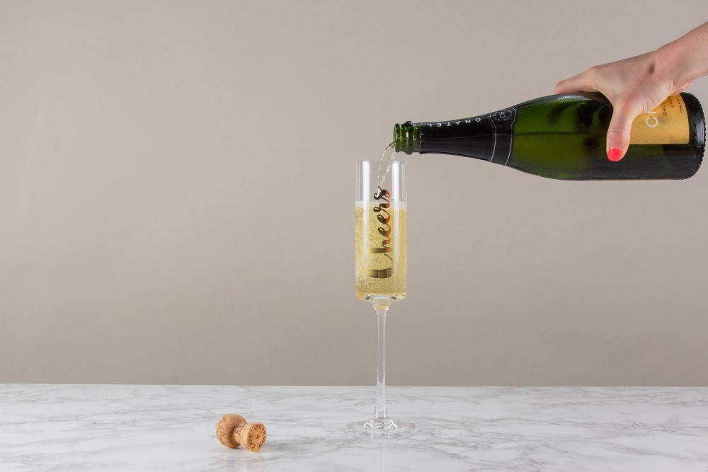 champagne flute pour