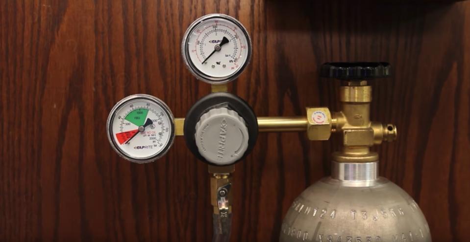 CO2 Tank & regulator