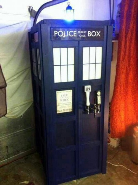 Tardis-Doctor-Who-Kegerator