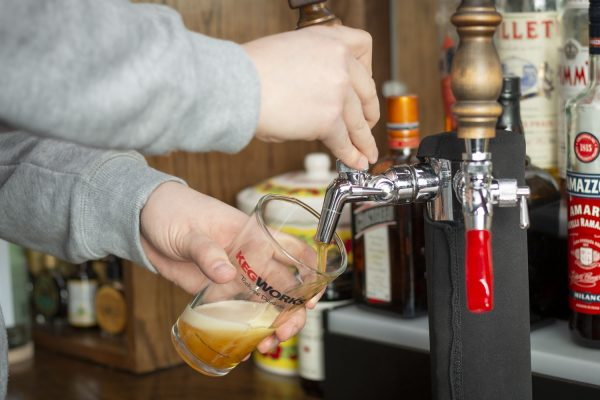 how to pour a beer