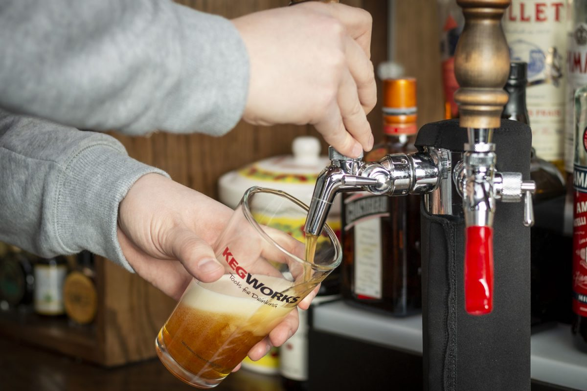 how to pour a pint of beer