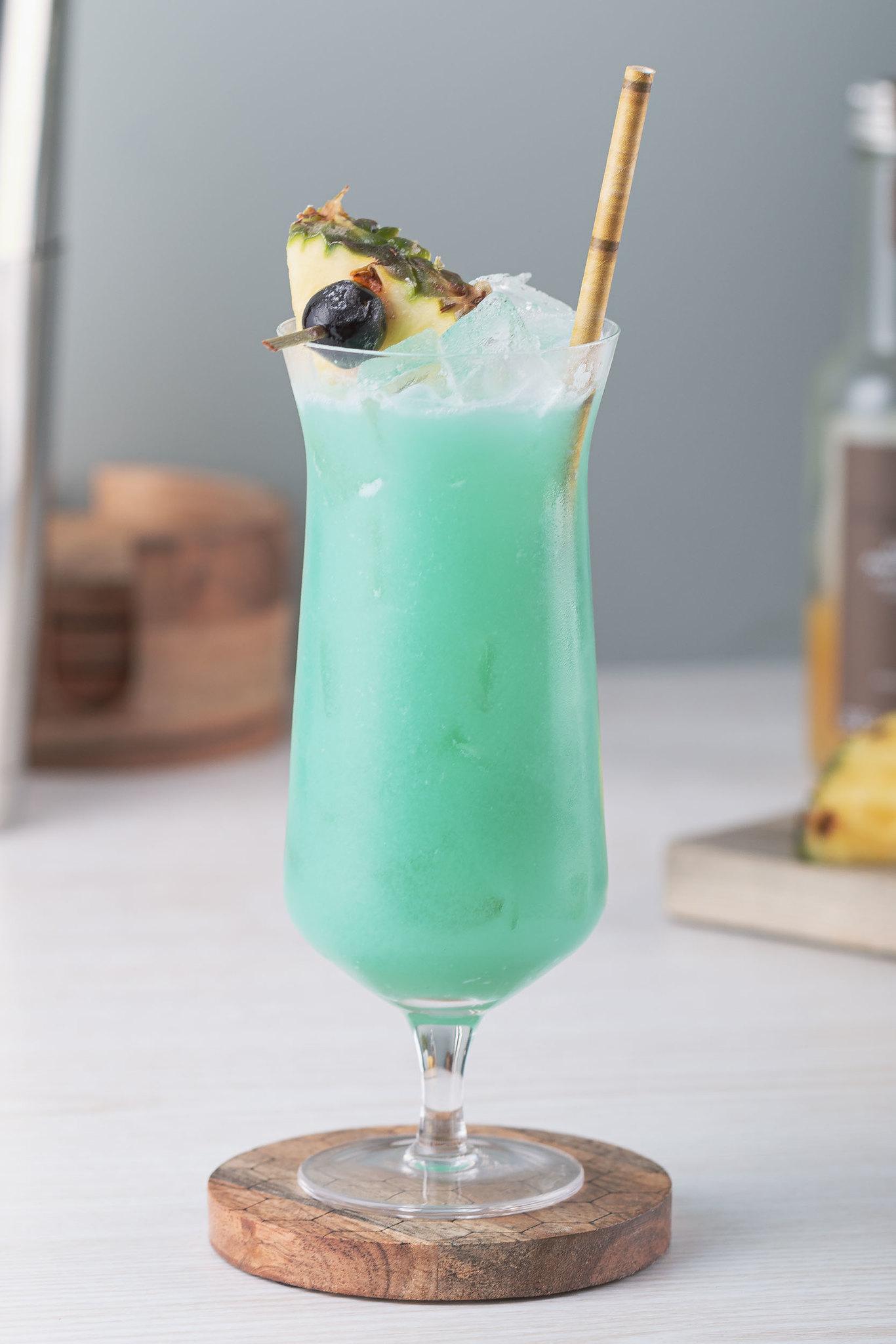 blue hawaiian tiki cocktail